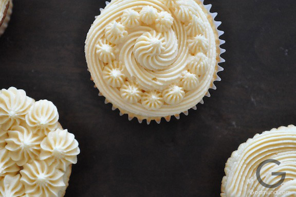 snowing cupcakes detailed
