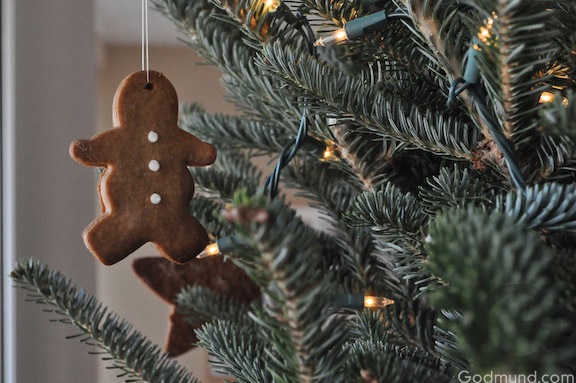 Christmas Tree with Gingerbread Ornaments 2