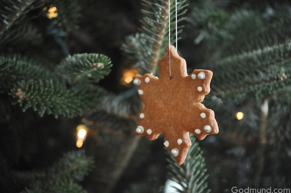 Christmas Tree with Gingerbread Ornaments