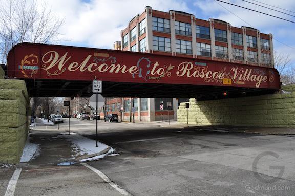 Roscoe Village welcome bridge Chicago