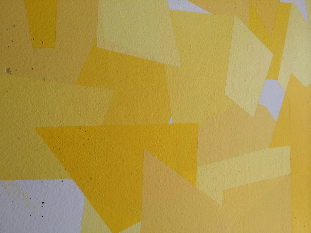 Image of yellow sunny fractured feature wall in living room from godmund.com